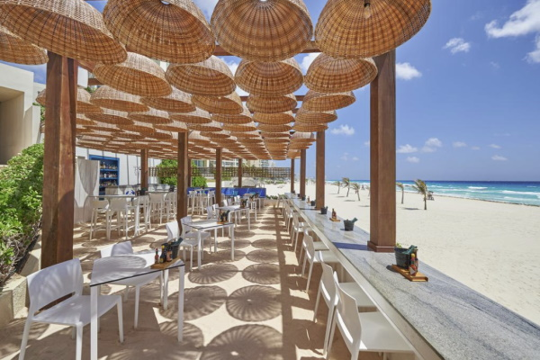 Photo of the outdoor bar at Live Aqua Beach Resort in Cancun Mexico