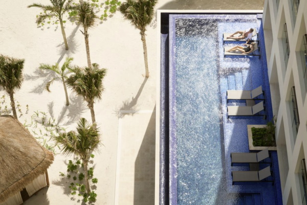 Image of swim up suite rooms at Turquoize at Hyatt Ziva Cancun all inclusive resort