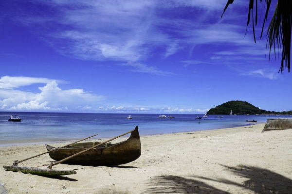 Image of a boat on the beach in Madagascar