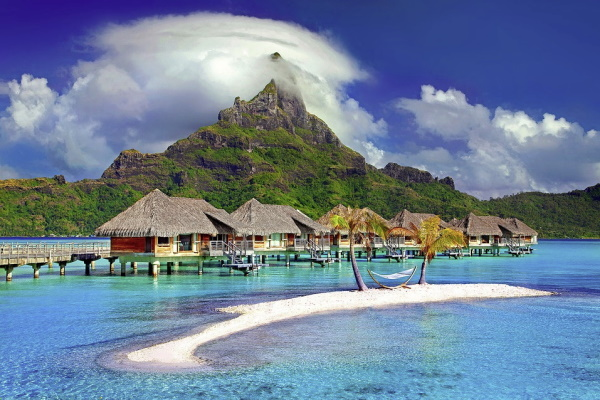 Image of houses and places to stay on the water in exotic Tahiti, French Polynesia