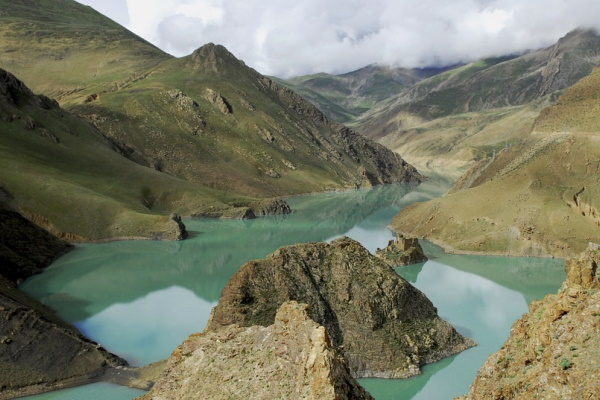 Image of a river flowing through the mountains of Tibet, China